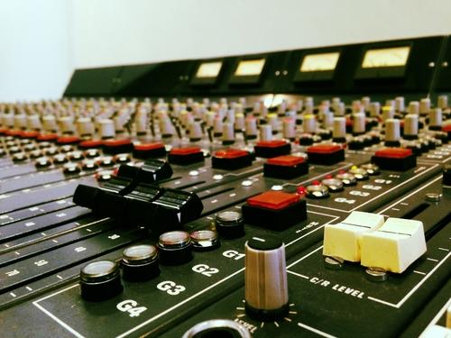 Matériel technique d'un studio d'enregistrement @ Milos Asian - Kitchen Studio
